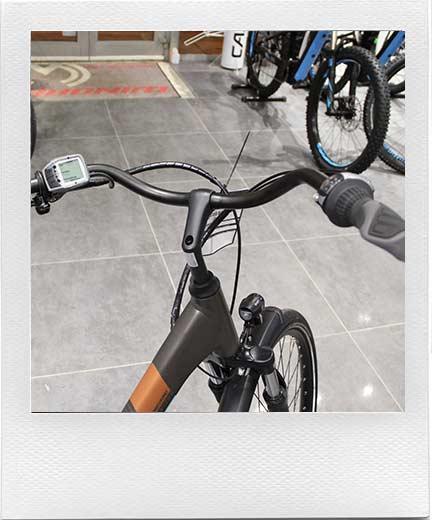 Ultra urbain il vous procure une position très droite, très imprécis, il rend les vélo peu polyvalent