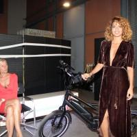 La chanteur Tal avec le Winora Radius Tour